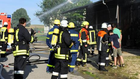 Mehr als 100 Feuerwehrkameraden waren bei einem Stadelbrand in Untermedlingen vor vier Jahren im Einsatz.