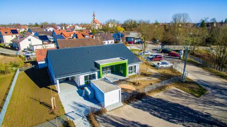 Die Kinderkrippe in Schretzheim wird baulich erweitert, damit in Zukunft noch eine zweite Gruppe betreut werden kann. Wie in allen anderen Stadtteilen sowie der Kernstadt wird das Krippenangebot auch in Schretzheim gut angenommen.