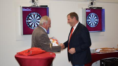 Gratulation zum neuen Sportheim: Alfons Strasser (links) und Lutz Trzeciak.
