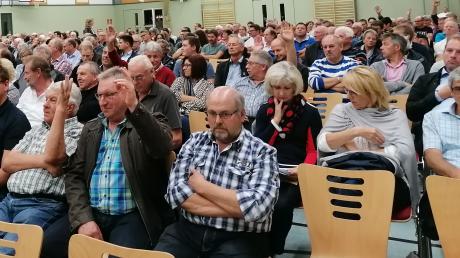 Mehr als 400 Bissinger waren bei der außerordentlichen Bürgerversammlung dabei.