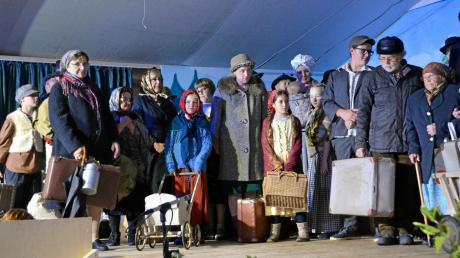 In Oberliezheim spielt das ganze Dorf mit Theater. Diese Szene zeigt die Ankunft von Flüchtlingen nach dem Zweiten Weltkrieg.