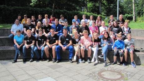 Lehrlinge der Dillinger BSH Hausgeräte GmbH unterrichten an der Theresia-Haselmayr-Schule. Die Zusammenarbeit machte beiden Seiten sichtlich Spaß.