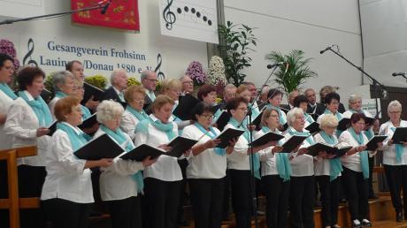 Beim Herbstkonzert des Gesangvereins Frohsinn Lauingen vereinte sich der gastgebende Chor mit der Chorgemeinschaft Kicklingen-Fristingen zu einem markanten Schlusspunkt.