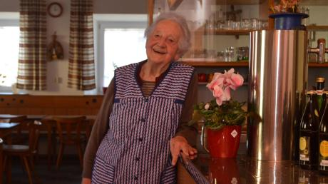Seit 67 Jahren ist Maria Bunk die Wirtin im Gasthaus Adler in Ballhausen. Zum 31. Oktober wird die mittlerweile 89-Jährige aufhören.