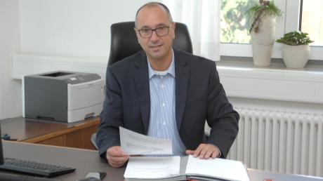 Bissingens neuer Erster Bürgermeister Stephan Herreiner an seinem ersten Arbeitstag im Rathaus der Marktgemeinde.