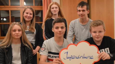 Rund 25 Jugendliche nutzen die Chance, im Pfarrheim in Unterglauheim Ideen und Wünsche für die Zukunft der Gemeinde zu sammeln. Unter den Oberthemen Jugendräume, Infrastruktur, Freizeitmöglichkeiten und Freizeitgestaltung entwickeln sie Konzepte, die dem Gemeinderat vorgestellt werden.