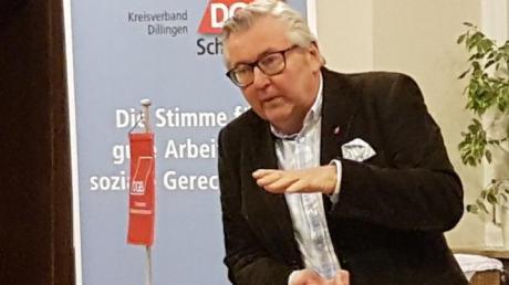 Robert Günthner vom DGB Bayern stellte die Vorteile von Tarifverträgen für Arbeitnehmer heraus.