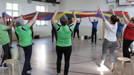 Beim TV Lauingen gibt es bereits einige Reha-Sport-Gruppen. Jetzt bekommen auch Menschen mit neurologischen Erkrankungen die Möglichkeit, sich gemeinsam zu bewegen, sich auszutauschen und mehr Lebensqualität zu gewinnen.