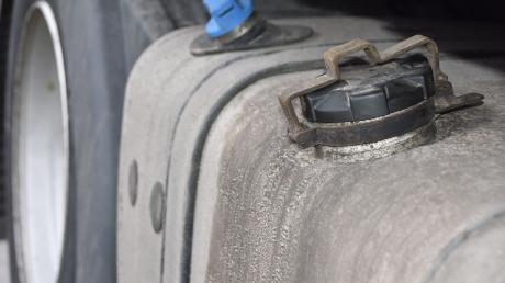 Hunderte Liter Diesel sind aus einem Lkw in Leipheim abgezapft worden.
