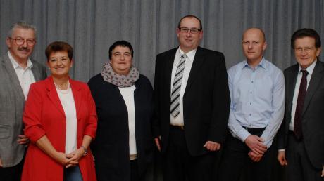Nach der Kandidatenkür im Bild von links: Walter Heinelt (FWG Schabringen-Zöschlingsweiler), Eva Maria Fink, Susanne Ahle, Paul Seitz und Steffen Randler (FUW Wittislingen) und Abgeordneter Georg Winter.