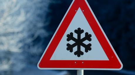 Aufgrund von Straßenglätte haben sich in Wertingen und Dillingen drei Unfälle ereignet.