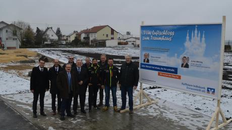 Bei der Einweihung waren (von links): Jochen Mittring (RV), Thomas Schneider (RV), Roland Brenner (RV), Paul Seitz, Franz Miller (RV), Josef Waltl, Gökhan Güven (BIG), Manfred Wemmer, Holger Dünzl (BIG), Ulrich Müller.