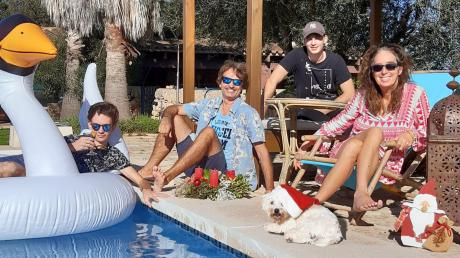 Im Oktober 2012 ist Familie Mayer aus Dillingen nach Mallorca ausgewandert. Seit sieben Jahren leben (von links) Tino, Markus, Hund Lenny, Raphael und Gianna Christine Mayer auf der Insel. Der älteste Sohn ist bereits ausgezogen und lebt mit seiner Freundin in London.
