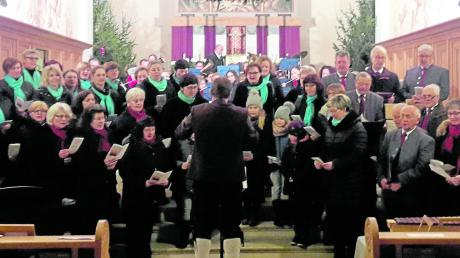 Ein Adventskonzert mit verschiedenen Musikgruppen fand in der Pfarrkirche St. Vitus in Glött statt. Besucher konnten nicht nur weihnachtliche Melodien genießen.
