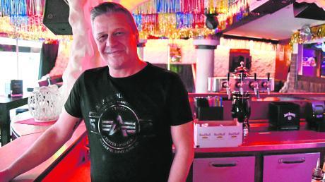 Er habe viele Kneipen und Clubs in Lauingen kommen und gehen sehen, sagt Ansgar Wahl. Jetzt, nach 20 Jahren im Bierbrunnen, will auch er aufhören.