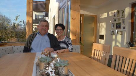Helmut und Thea Schneider sind überglücklich: Während die beiden auf Reha waren, hat die ganze Familie mit Bekannten, Freunden und Handwerkern zusammen den Wintergarten erneuert. Das Ergebnis kann sich sehen lassen.