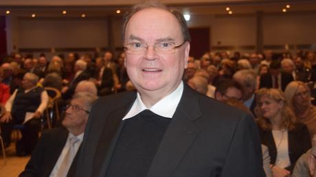 Bertram Meier, in der bischofslosen Zeit der Verwalter der katholischen Diözese Augsburg, hielt im Dillinger Stadtsaal einen viel beachteten Vortrag über die Höflichkeit und Dankbarkeit.