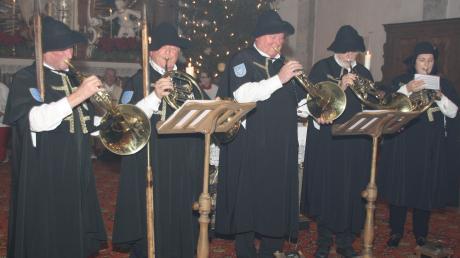Traditionsgemäß sangen die Gundelfinger Nachtwächter das neue Jahr an und ließen das alte Jahr Revue passieren.