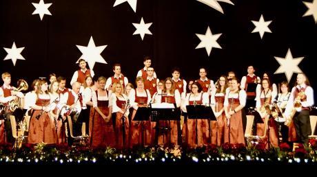 """Beim Weihnachtskonzert der Stadtkapelle Lauingen ging es hoch her: Von Westernklassikern wie """"The Good, the Bad and the Ugly"""" über Weihnachtslieder wie """"A Rockin' Christmas"""" gab es einiges zu hören."""