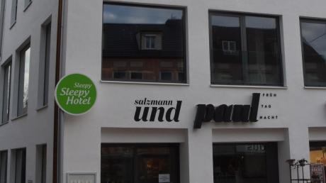 """Kurz vor Weihnachten wurde das Café """"Das Paul"""" im wiederbelebten ehemaligen Kaufhaus in der Dillinger Kapuzinerstraße geschlossen. Das Unternehmen Salzmann und Paul ist insolvent."""