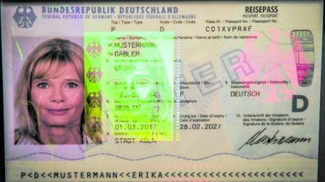 Passbilder soll man künftig nur noch in Behörden anfertigen lassen dürfen. Fotografen fürchten nun um ihre Existenz.