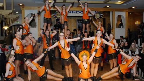 """Die """"Evolution des Samba"""" – getanzt von der großartigen Showtanzgruppe der Finndonia beim Hofball im Schlössle."""