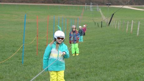 Zum Skifahren fehlt der Schnee: In Oberliezheim und darüber hinaus warten vor allem Kinder darauf, dass es wieder auf die Piste gehen kann.