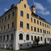 Am Lauinger Albertus-Gymnasium sollen sich Lehrer Grenzüberschreitungen gegenüber Schülern geleistet haben. Von Partys und Kommentaren in sozialen Medien ist die Rede.