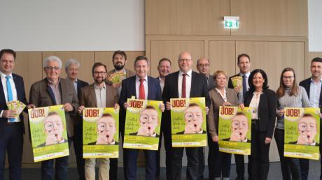 """Sie stehen hinter der Berufsinformationsmesse """"Fit for Job"""", die am 15. Februar in Höchstädt stattfindet."""