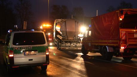 In Dillingen beim Taxispark ist ein Tanklaster gegen einen Wagen geprallt.