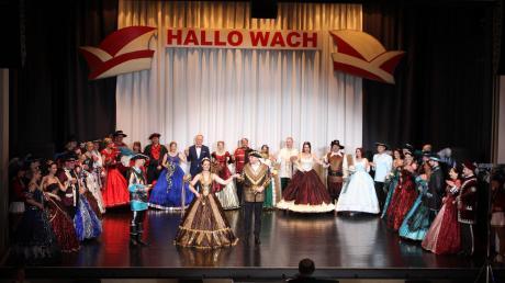 Noch einmal ins Kostüm von damals geschlüpft: Über 50 ehemalige Prinzessinnen und Prinzen sind der Einladung zum Jubiläumsball gefolgt. 20 Prinzenpaare präsentierten ihre Robe von damals und fegten bei einem gemeinsamen Walzer übers Parkett des Stadtsaals.