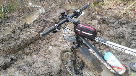 Keine Chance: Der Schretzheimer Alexander Lasch ist seit vielen Jahren im Wald unterwegs – als Spaziergänger oder Radfahrer. Er kritisiert, dass im Unterliezheimer Forst die Waldarbeiter so gewütet hätten, dass die Waldwege komplett zerstört seien.