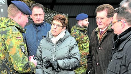 Vor kurzem war Annegret Kramp-Karrenbauer zu Besuch beim Bundeswehr-Standort in Dillingen.