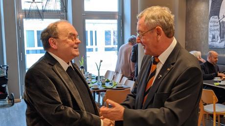 Der designierte Augsburger Bischof Bertram Meier gratulierte Alois Zeller (rechts) zum 70. Geburtstag.