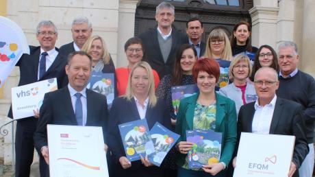 Die drei Volkshochschulen, die sich mit der Vhs Donau-Zusam unter einem Dach zusammengeschlossen haben, erhielten die Qualitätszertifizierung nach EFQM, einem europäischen Standard.