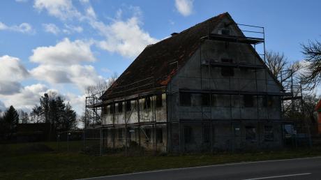 Die Simonsmühle in Blindheim hat einen neuen Eigentümer. Und der will laut Bürgermeister Jürgen Frank ein modernes Familienhaus daraus gestalten. Die genauen Pläne müssen aber mit vielen Behörden und Ämtern abgestimmt werden. Denn die Simonsmühle ist denkmalgeschützt.