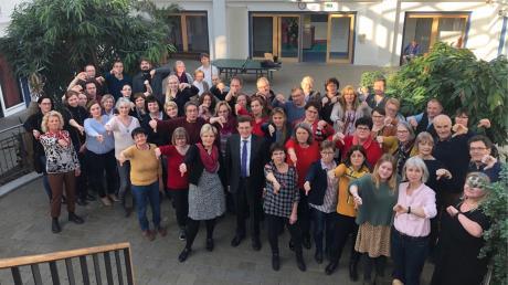 MdL Georg Winter und BLLV-Kreisverbandsvorsitzende Patricia Laube mit Lehrkräften der Grund-, Mittel- und Förderschulen im Landkreis Dillingen.