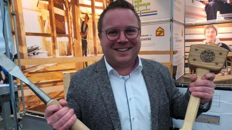 """Christoph Schweyer ist der neue Geschäftsführer der Bauinnung und der Kreishandwerkerschaft Nordschwaben. Der Unterliezheimer will ab dem 1. März """"voll anpacken""""."""
