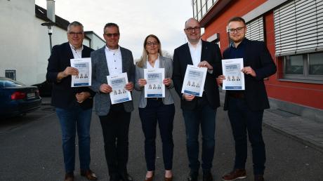 Sie werden am 5. März auf der Bühne der Bachtalhalle in Syrgenstein sitzen: (von links) DZ-Redaktionsleiter Berthold Veh, die Kandidaten Dieter Kogge, Mirjam Steiner und Ralf Kindelmann sowie DZ-Redakteur Andreas Schopf.