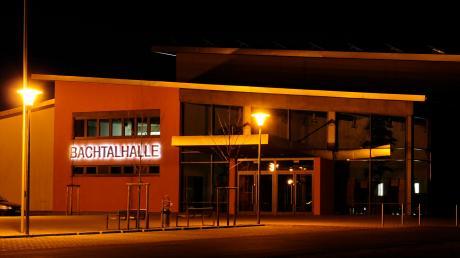 In der Bachtalhalle Syrgenstein findet am Donnerstag, 5. März, eine Podiumsdiskussion der Donau-Zeitung statt. Dabei werden sich die drei Bürgermeisterkandidaten auf der Bühne präsentieren.