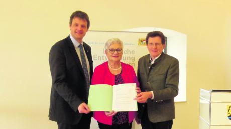 Freuen sich über mehr Fördergeld: (von links) Christian Kreye (Amt für Ländliche Entwicklung Schwaben), Bürgermeisterin Ingrid Krämmel und Landtagsabgeordneter Georg Winter.