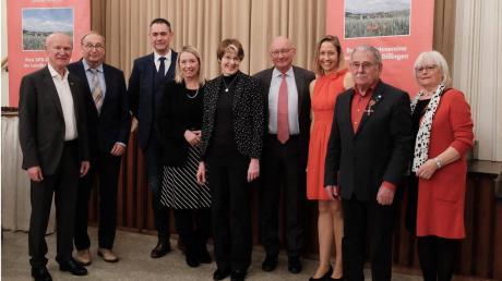 Sie feierten 110 Jahre SPD Gundelfingen: (von links) Viktor Merenda, Dietmar Bulling, Jürgen Hartshauser, Miriam Gruß, Ulrike Bahr, Franz Maget, Birgit Spengler, Siegfried Wölz und Vera Schweizer.