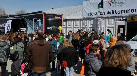 Herzlich willkommen! Die WIR 2020 hat am Sonntag bei Sonnenschein Menschenmassen in den Dillinger Donaupark gelockt. Nach dem verhaltenen Start hellten sich am Wochenende dementsprechend die Mienen der Aussteller deutlich auf.