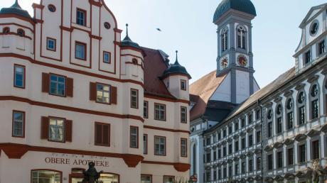 In der Oberen Stadt-Apotheke in der Dillinger Innenstadt wurde vor 400 Jahren Pater Heinrich Roth geboren. Sein Großvater ließ dieses prächtige Gebäude von Hans Alberthal errichten.