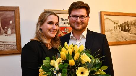 Gemeinsam mit seiner Lebensgefährtin Bianca Hecker harrte Thomas Reicherzer im Rathaus aus. Am Ende gewinnt er knapp.