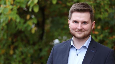 """Das Foto kennen viele aus dem Wahlkampf: Mit 24 Jahren ist Thomas Reicherzer vielleicht der jüngste Bürgermeister Deutschlands. """"Es ist ein schöner Nebeneffekt und etwas Besonderes. Aber mein Ziel war es nicht"""", sagt er dazu. Für Wittislingen hat er schon einige Ideen."""