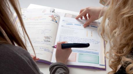 Unterricht zuhause: In dieser ungewohnten Situation müssen Eltern ihre Kinder besonders betreuen – und lernen vielleicht selbst noch etwas.