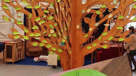 Wünsche an den Wald wurden Besucher auf der WIR los. 270 Zettel wurden abgegeben.