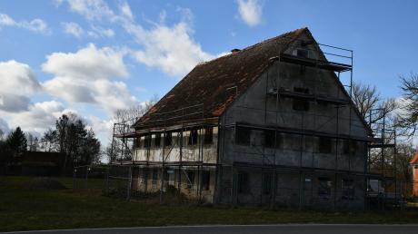 Ein Paar hat die Blindheimer Simonsmühle gekauft und will aus dem alten Gebäude ein neues Zuhause für die ganze Familie schaffen.