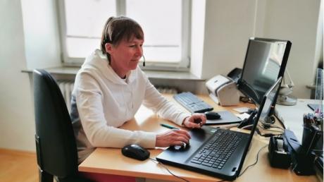 Dr. Stephanie Gierer bei der Videosprechstunde.